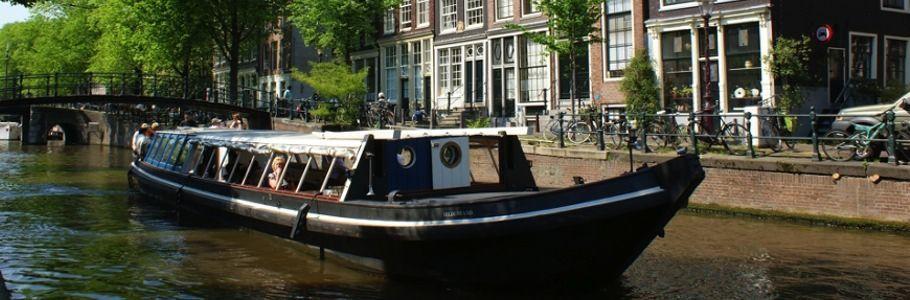 Amsterdamse Sate Boot is een satéboot met heerlijk saté buffet aan boord