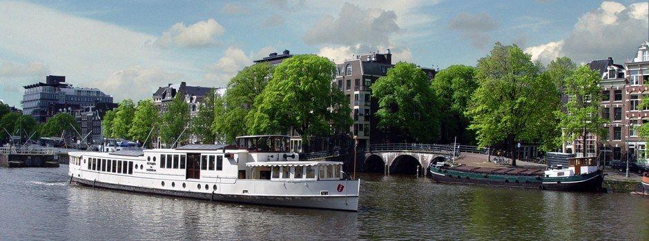 Partyboot in Amsterdam huren? Kijk voor onder meer het schip Wapen van Amsterdam bij Rederij de Nederlanden. Vele partyboten, vele arrangementen beschikbaar.