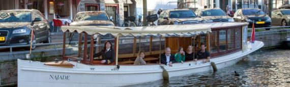 Dineren aan boord van een salonboot