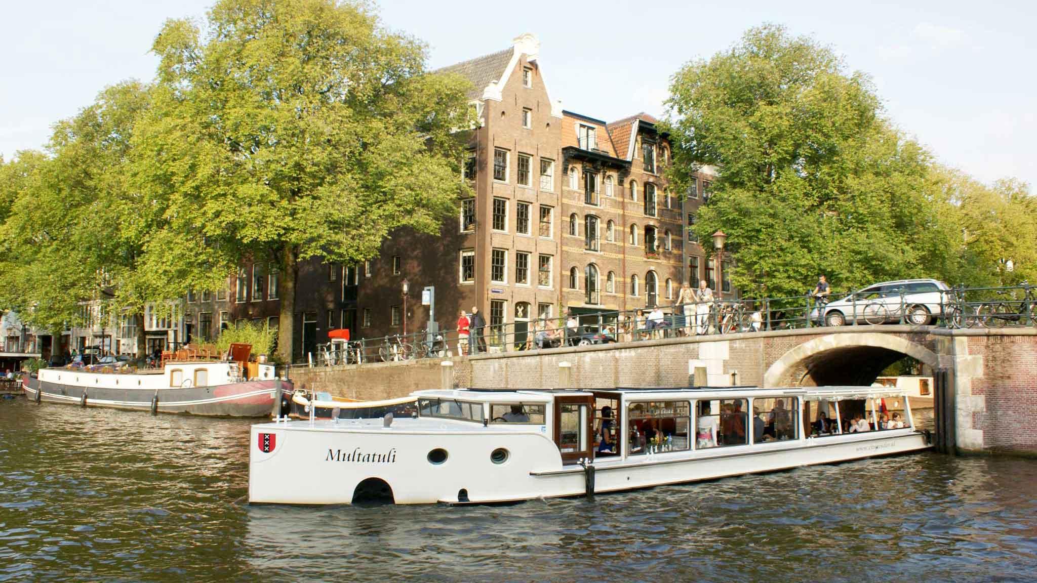 Overdekte boot huren Amsterdam - Multatuli op de gracht