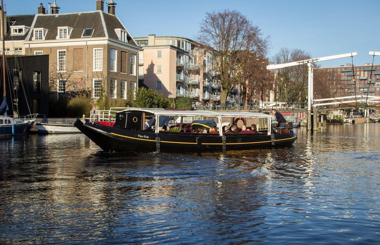 Trekschuit Theo Kok - Boot huren Amsterdam