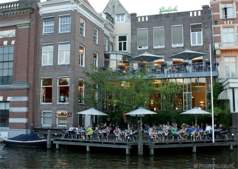 Cafe de Jaren terras met aanlegsteiger