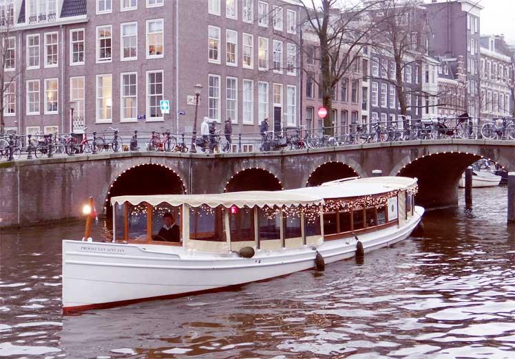 Salonboot Proost van Sint Jan - Boot huren Amsterdam