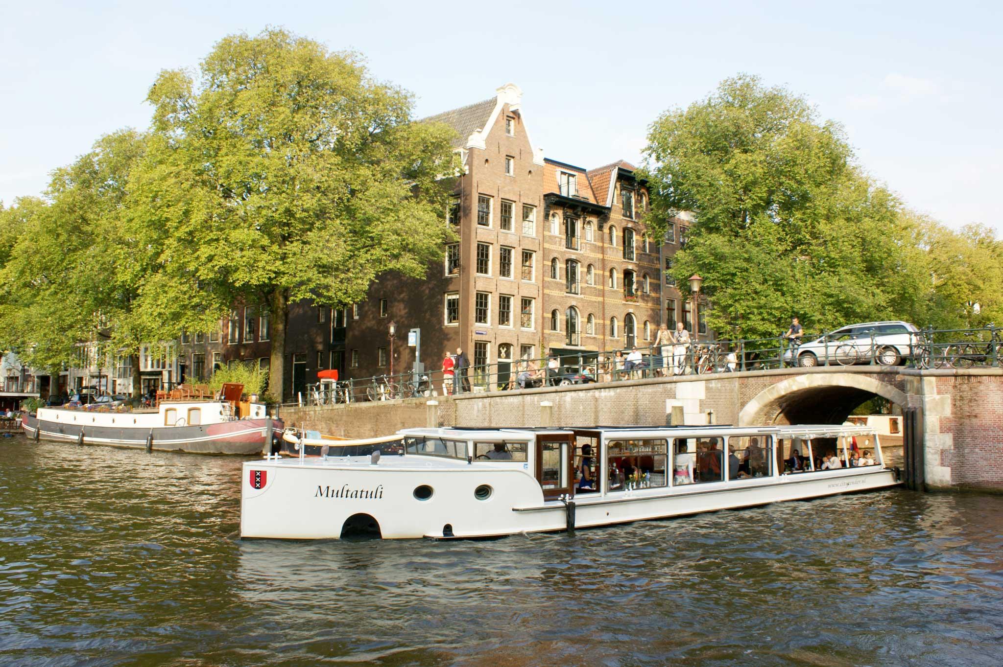 Multatuli op de Amsterdamse gracht