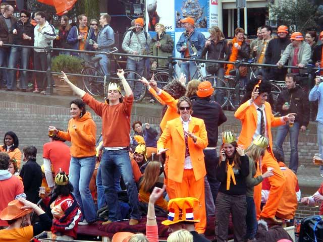 Boot huren voor Koningsdag in Amsterdam met Schipper